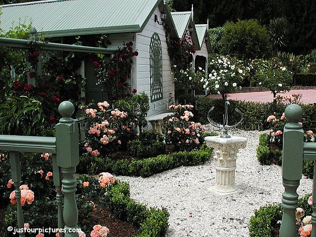 Just our pictures of roses formal rose garden rose picture for Formal rose garden layout